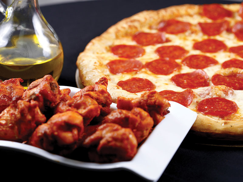 A2. 2 moyenne pizzas, 2L pepsi et 10 ailes