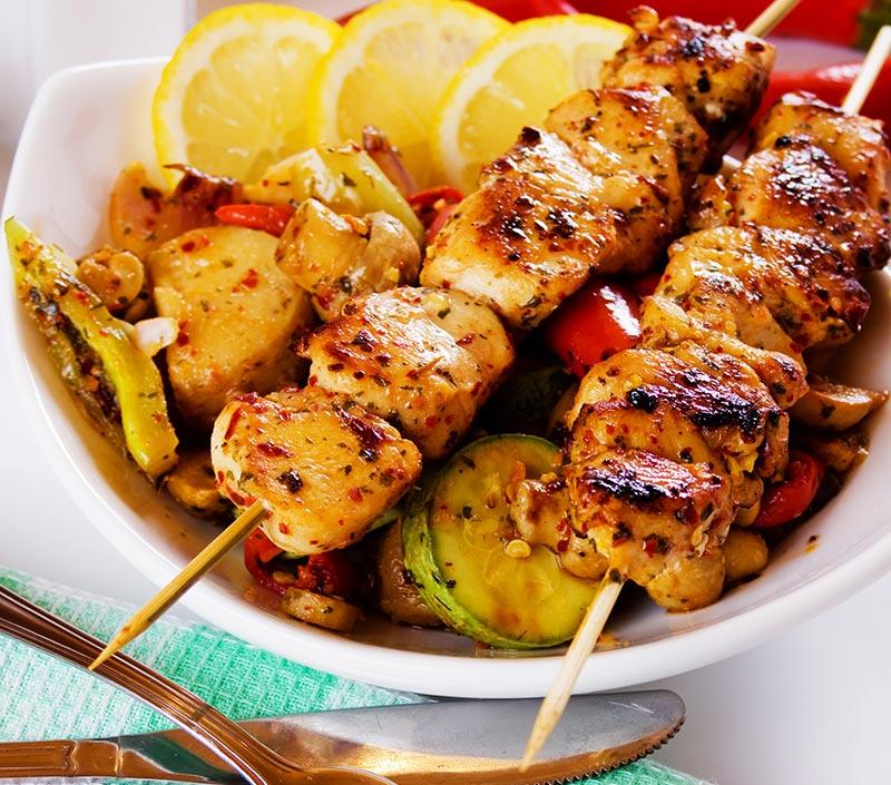 Assiette de souvlaki au poulet (1 bâton)