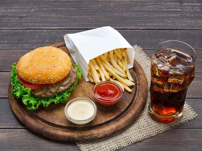 2 Cheeseburgers 1 Petite frite + 1 boisson gazeuse