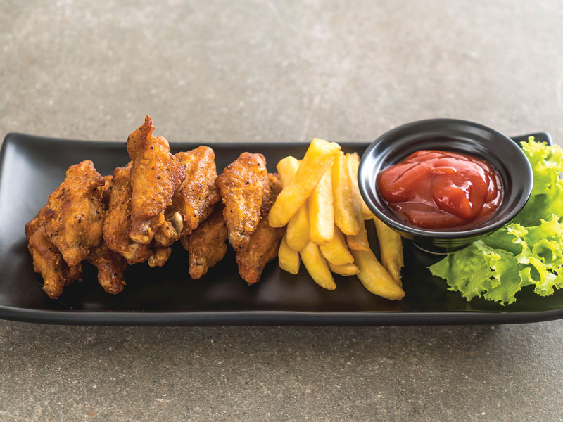 wings or nuggets (with coleslaw, fries and BBQ sauce)