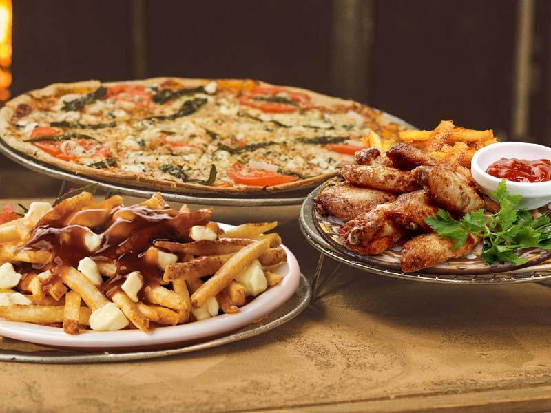 2 larges pizzas, 15 ailes de poulet, Gâteau McCain et liqueur 2L